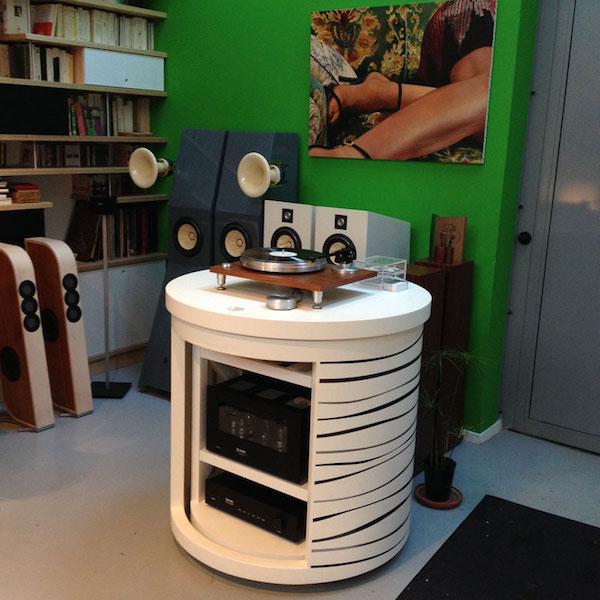 Cd conception un meuble hi fi original porte rotative for Conception meubles
