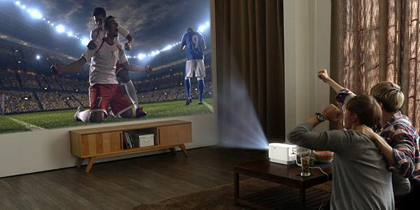 Un vidéo projecteur laser compact et extrêmement lumineux — LG ProBeam