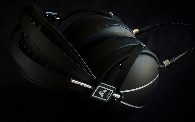 Audeze LCD2 Closed Back ImageOnBlack2 Digital