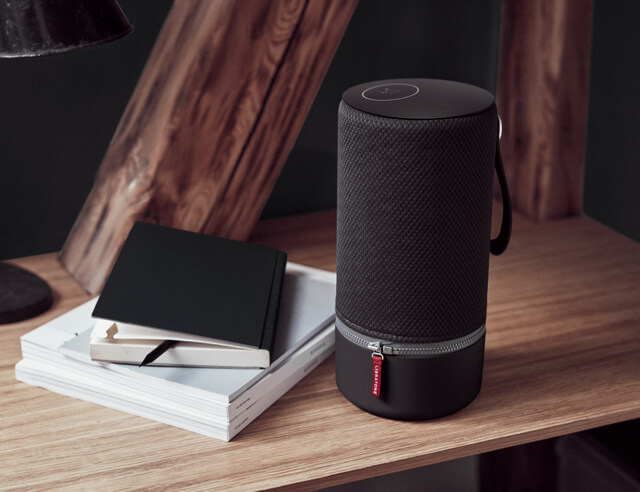 Libratone zipp black inspiration lifestyle table 795x492 2