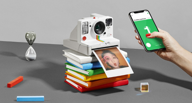 Polaroid Originals OneStep White instantane connecte argentique Bluetooth 01