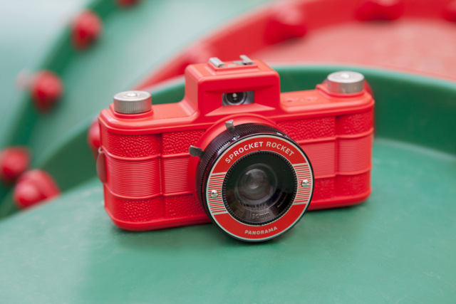 Lomography Sprocket Rocket Red 2.0 : retour de l'appareil photo à pellicule 35 mm ?